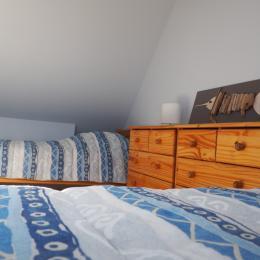 Etage: Chambre 2 avec 2 lits simples - Location de vacances - Treffiagat
