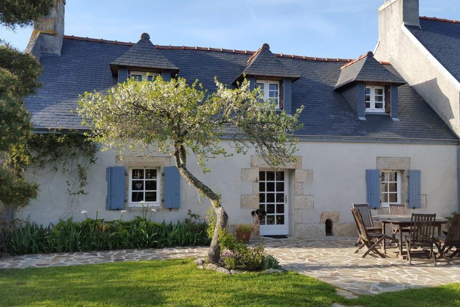 Maison entièrement rénovée avec terrasse et jardin clos sans aucun vis à vis - Location de vacances - Treffiagat