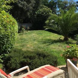 Grand jardin clos avec belle terrasse pour appartement en rdc. - Location de vacances - Bénodet