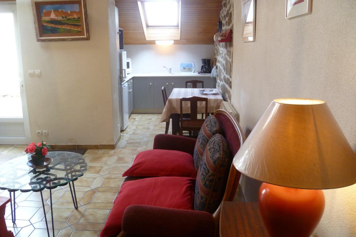 Séjour avec coin cuisine - Location de vacances - Guissény