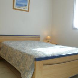 chambre 1 avec lit 140 au RDC - Location de vacances - Moëlan-sur-Mer