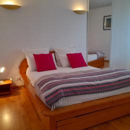 chambre avec 1 lit 140+ placard - Location de vacances - Cléder