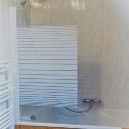 salle de bain privative à la chambre Les Mésanges - Chambre d'hôtes - Huelgoat