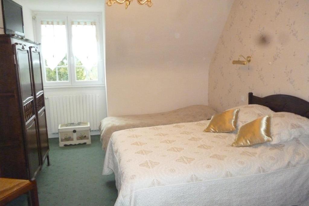 Chambre Les Fleurs au 1er étage avec lit 140 et lit 1 personne - Chambre d'hôtes - Huelgoat