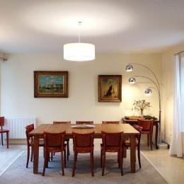 Salle à manger avec grande table pour 14 personnes (deux rallonges disponible) - Location de vacances - Fouesnant
