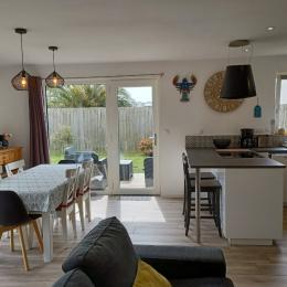 Chambre 1- lit 140 avec placard penderie - Location de vacances - Plounéour-Brignogan-plages