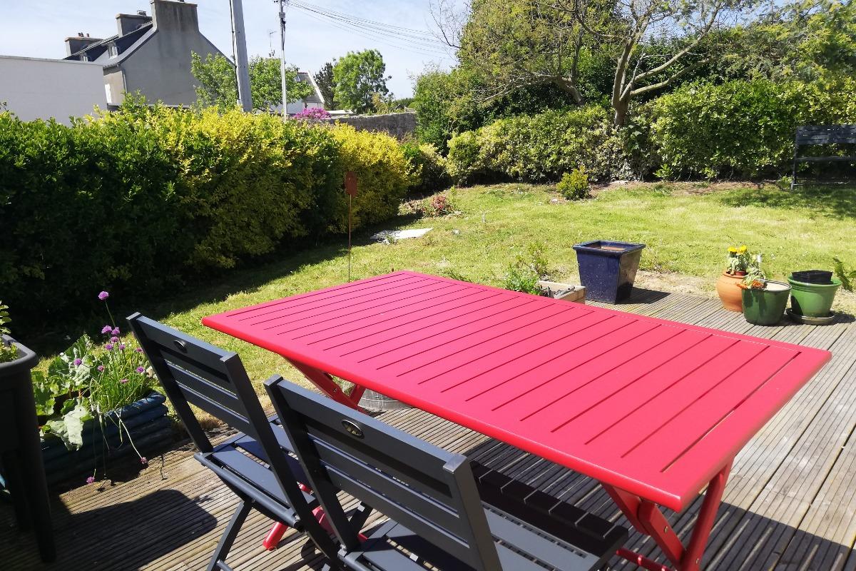 terrasse avec salon de jardin, barbecue et jardin privatif - Location de vacances - Landunvez