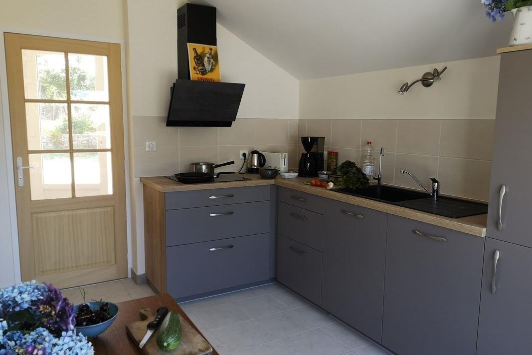 cuisine indépendante toute équipée - Location de vacances - Plonéour-Lanvern