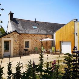 Côté jardin et entrée de la maison - Location de vacances - Plonéour-Lanvern