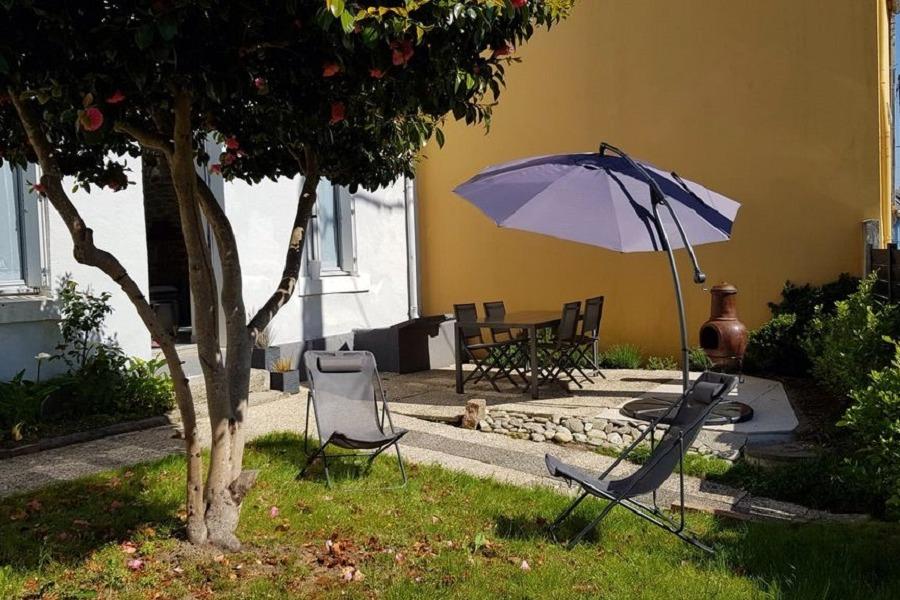 Jardin clos avec terrasse et salon de jardin - Location de vacances - Concarneau