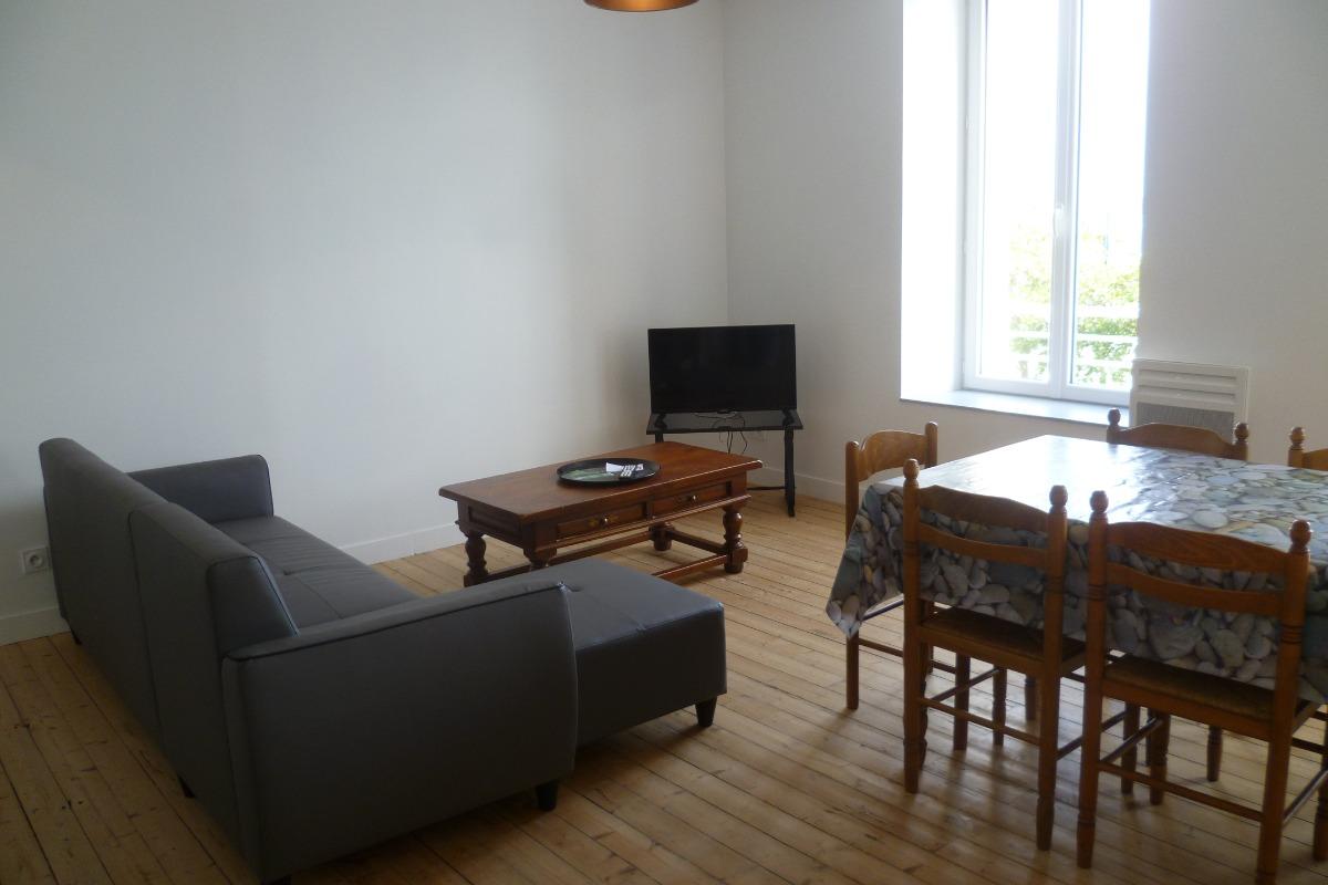 Salon avec TV - Location de vacances - Locquirec
