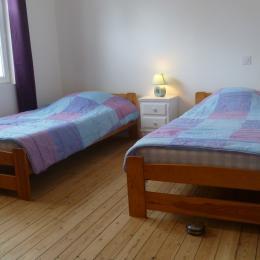 Chambre avec 2 lits 90 cm - Location de vacances - Locquirec