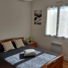Chambre avec 1 lit 140 cm - Location de vacances - Treffiagat