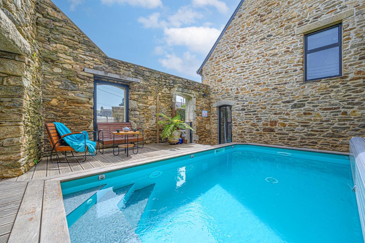 Coin détente en toute intimité autour de la piscine  - Location de vacances - Moëlan-sur-Mer