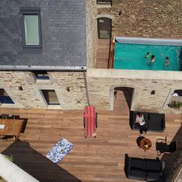 Vue d'ensemble de la terrase et de la piscine - Location de vacances - Moëlan-sur-Mer
