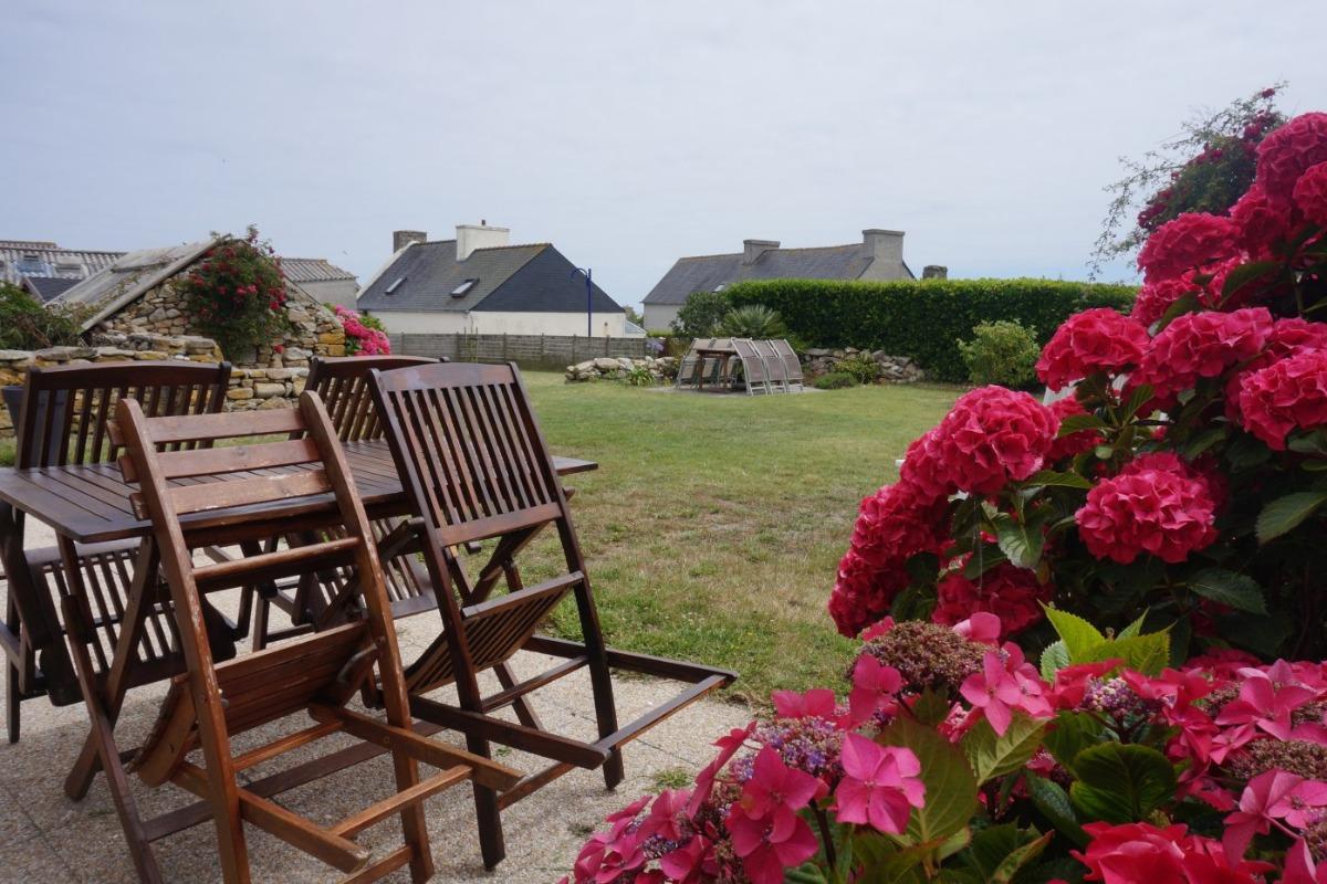 Jardin avec 2 terrasses et salons de jardin - Location de vacances - Île-Molène