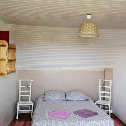 Etage:  Chambre 1 avec 1 lit 140 - Location de vacances - Île-Molène