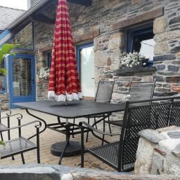 Salon avec TV - Location de vacances - Le Cloître-Saint-Thégonnec