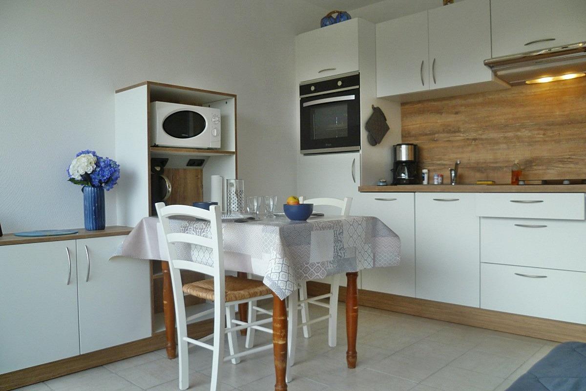 Appartement Avec Balcon A 200 M De La Plage Et 10 Mn A Pied De Beg