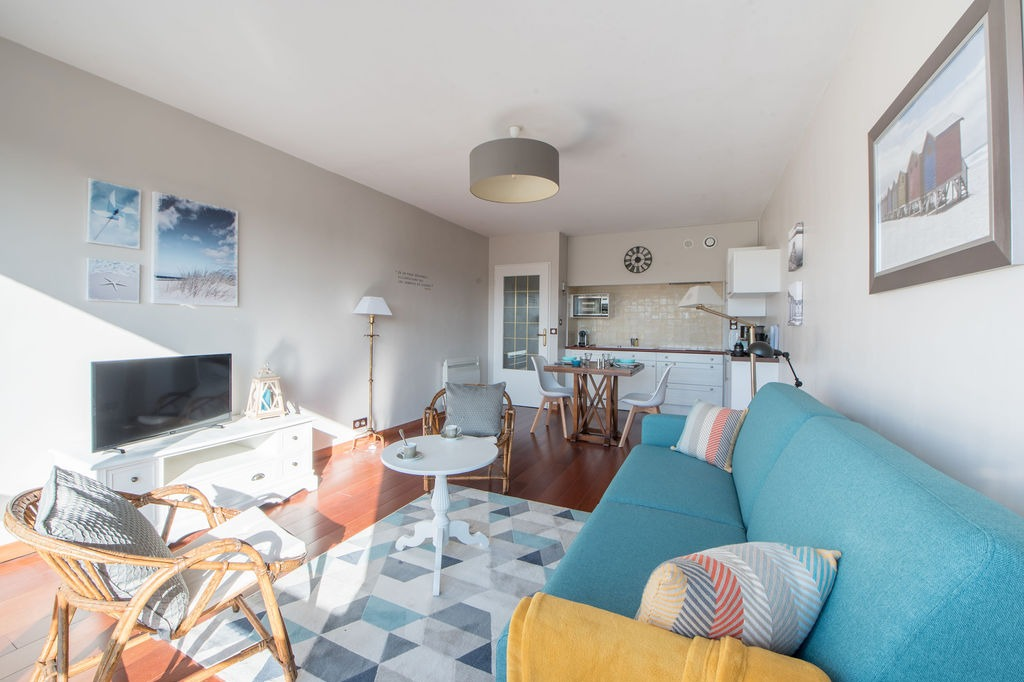 Salon avec TV - Location de vacances - Bénodet