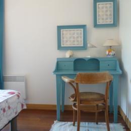 Chambre Coquelicot avec 2 lits 90 ou 1 lit 180 - Location de vacances - Loctudy