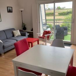 Appartement lumineux et spacieux, avec piece de vie salon, TV, WIFI, donnant accès sur terrasse - Location de vacances - Roscoff