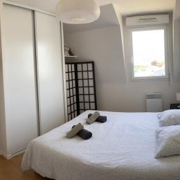Une chambre avec 2 lits 90 (possibilité grand lit) - Location de vacances - Roscoff