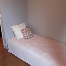 La chambre n°1 et son lit de 140cm - Location de vacances - Plouhinec