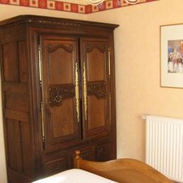 Chambre avec 1 lit 140cm - Location de vacances - Plomodiern