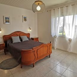 salon avec cheminée - Location de vacances - Plouhinec