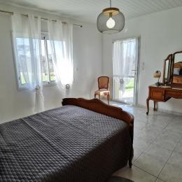Chambre 1 au RDC avec1 lit 140 - Location de vacances - Plouhinec