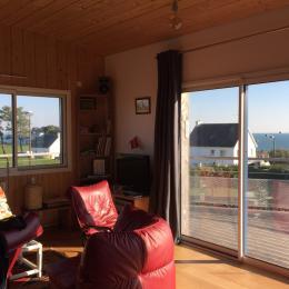 Salon avec balcon et vue mer - Location de vacances - Clohars-Carnoët