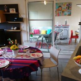 Séjour salon avec loggia en annexe - Location de vacances - La Forêt-Fouesnant
