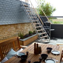 terrasse semi couverte avec accès à un balcon supérieur - Location de vacances - Plozévet