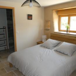 RDC: chambre 1 avec lit 160 et salle d'eau-WC privative - Location de vacances - Plozévet