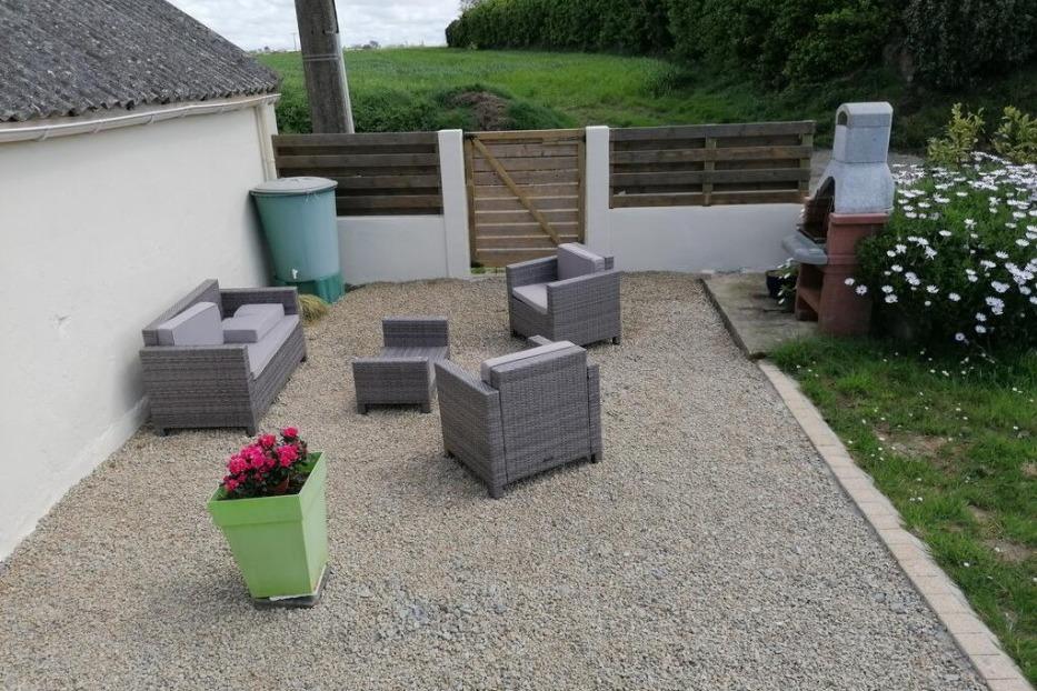 Salon de jardin sur terrasse + espace jardin privatif avec gazon - Location de vacances - Plourin