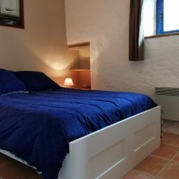 Chambre avec lit 140 et penderie - Location de vacances - Plourin