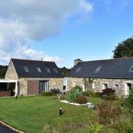 Terrasse avec salon de jardin  - Location de vacances - Plouégat-Moysan