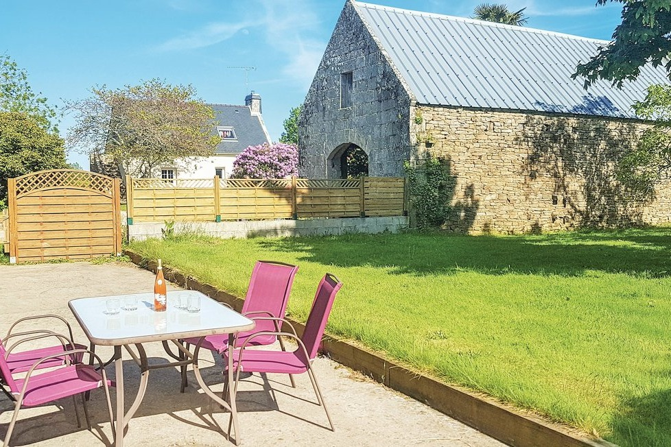 Terrasse avec salon de jardin  - Location de vacances - Clohars-Fouesnant