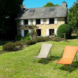 Extérieur de la maison avec salon de jardin - Location de vacances - Brasparts