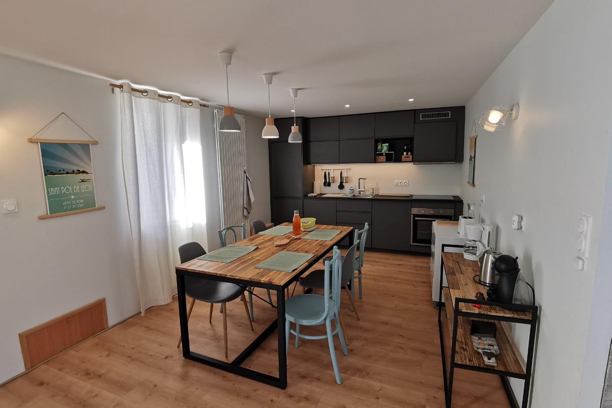 Cuisine équipée et salle à manger - Location de vacances - Roscoff