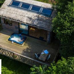 Terrasse de la cabane avec Jacuzzi - Chambre d'hôtes - La Roche-Maurice