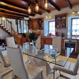 Pièce de vie et espace cuisine équipée - Location de vacances - La Feuillée