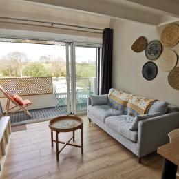 Salon avec accès au balcon - Location de vacances - Combrit