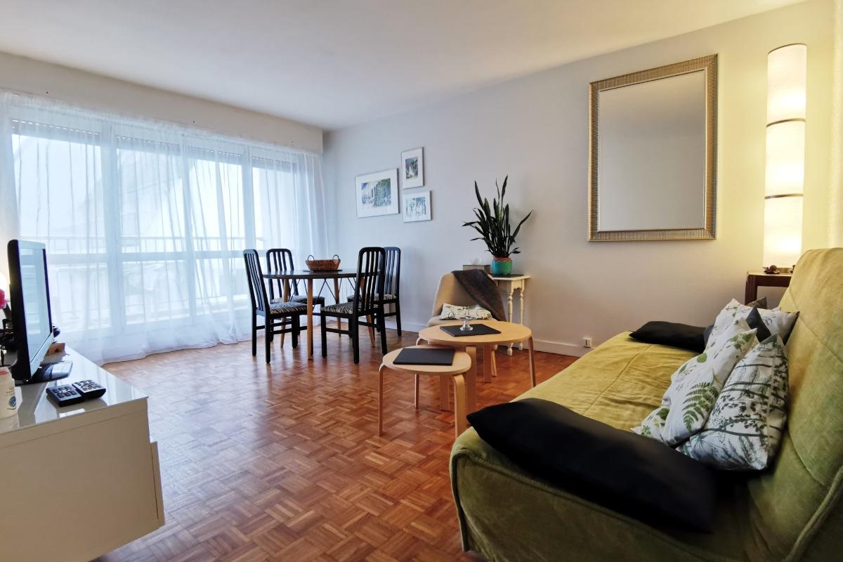 Salon séjour donnant sur le balcon terrasse - Location de vacances - Combrit