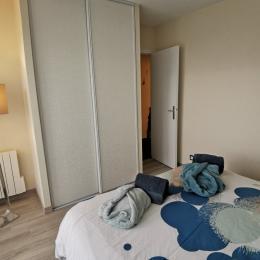 chambre avec placard penderie - Location de vacances - Combrit
