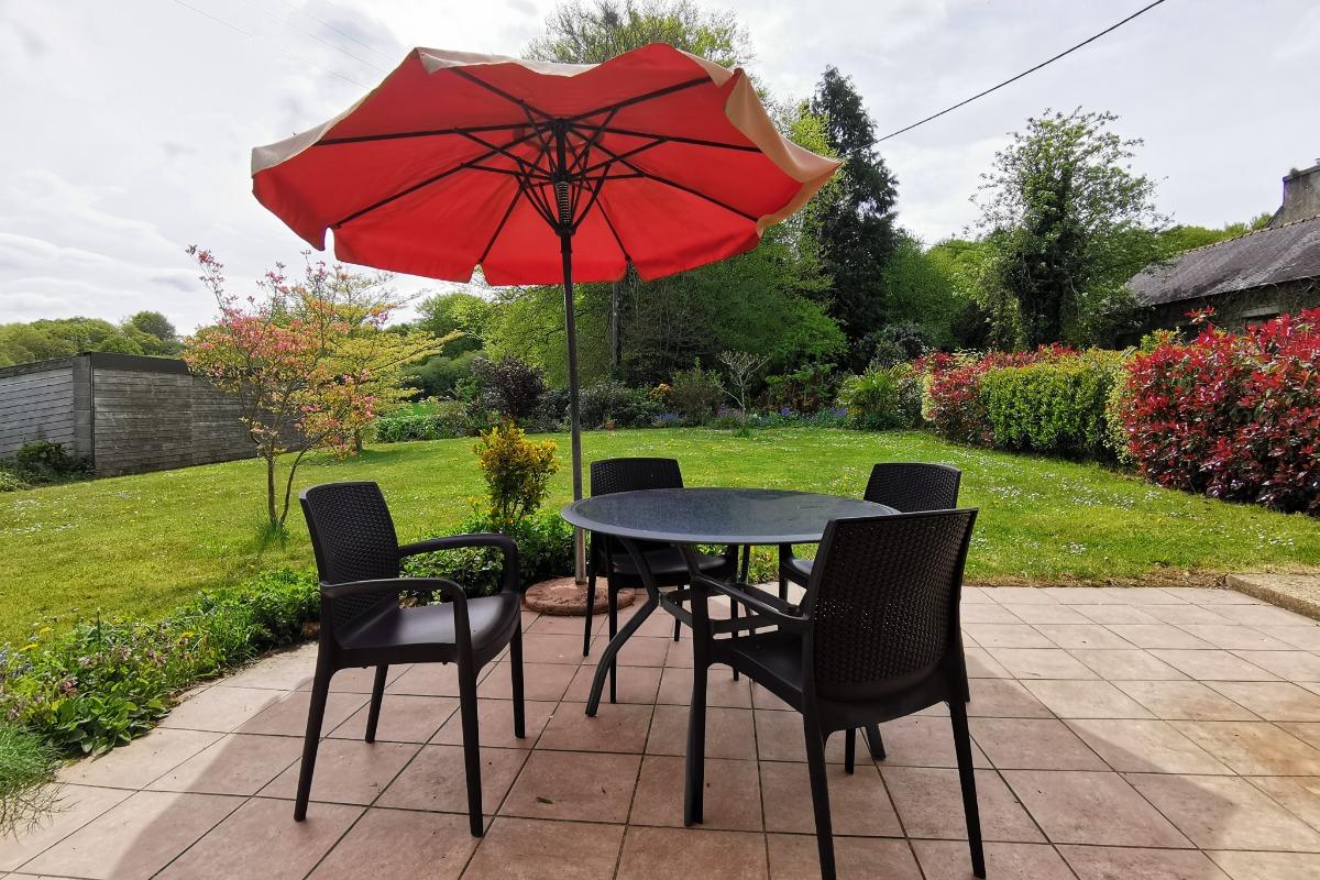 Terrasse avec grand jardin - Location de vacances - Saint-Goazec