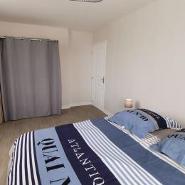 Grande chambre avec dressing - Location de vacances - Fouesnant