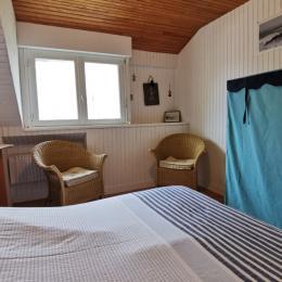 Chambre avec 1 lit 140 à l'étage - Location de vacances - Guilvinec