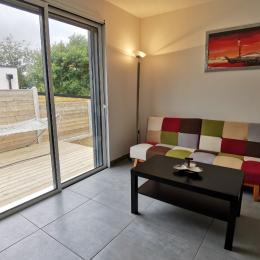 Coin salon avec TV - Location de vacances - Locmaria-Plouzané